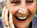 74 tuổi có trồng răng giả được không, nên trồng loại nào?