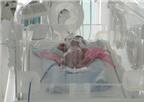 Bé sơ sinh suýt bị chôn sống giảm cân so với lúc mới vào viện