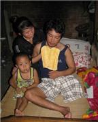 Người vợ bị bệnh tim nuôi chồng tàn phế
