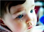 Khi ngáp bé chảy nhiều nước mắt là bệnh gì?