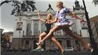 Chuyện lạ đó đây: Thi chạy 100m trên giày cao gót