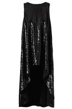 Chọn váy tuyệt đẹp cho dạ tiệc mùa cuối năm