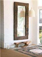 Tại sao không nên treo gương đối diện cửa nhà?