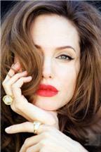 Mẹo tô son môi đỏ mọng như Angelina Jolie