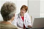 Người già bị són tiểu khi ho và hắt hơi, bệnh gì?