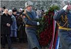 Putin quỳ gối tưởng nhớ liệt sĩ Thế chiến II