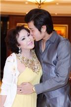 Phát ghen với nụ hôn Vũ Hoàng Việt dành cho bồ già