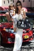 Miranda Kerr quyến rũ dạo phố cùng con trai