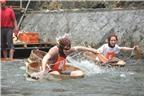 Lễ hội đua bồn tắm gỗ độc đáo ở Nhật Bản