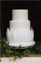 Cách trang trí bánh cưới trắng đáng yêu