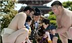 """Lễ hội Nakizumo """"dọa trẻ con khóc"""" ở Nhật Bản"""
