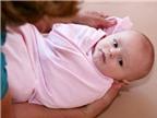 Trẻ sơ sinh bị sốt: Mẹo hạ sốt an toàn