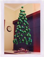 11 mẫu cây thông Noel sáng tạo từ phế liệu