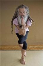 Người đàn ông dạy yoga nổi tiếng nhất nước Anh