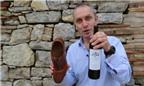 Độc đáo cách mở rượu vang không cần khui nắp