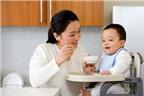 Không nên tạo thói quen cho trẻ ăn rong