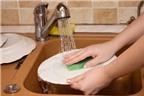 Rửa bát bằng tay có lợi cho sức khỏe hơn rửa bát bằng máy