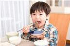 Trẻ nhai một bên hàm có ảnh hưởng gì tới sức khỏe?