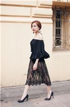 Hoàng Thùy Linh chọn phong cách gợi cảm cho mùa hè