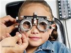 Trẻ bị cận thị nhẹ, cha mẹ nên làm gì?