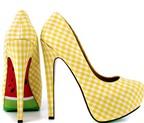 3 cách làm mới đôi giày khiến teen thích thú