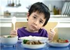 Trẻ bị suy dinh dưỡng, cha mẹ nên làm gì?