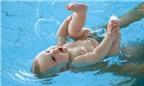 Giúp trẻ không sợ nước