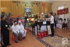 Các nghệ sĩ, bạn bè nghẹn ngào đến tiễn đưa giáo sư Trần Văn Khê