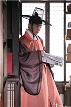 Lee Jun Ki gặp gỡ mỹ nữ giả trai trong thư viện