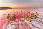 Tuyệt đẹp hồ muối hồng thơ mộng ở Ukraine