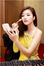 Triệu Thị Hà khoe vai trần với áo dài cách điệu