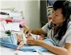 Phơi nắng trẻ sơ sinh không trị được chứng vàng da bệnh lý