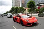 Siêu xe tiền tỷ Lamborghini Aventador lăn bánh trên phố Việt