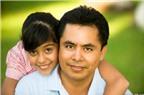 Bố tâm lý bày cách làm bạn với con gái