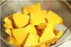 Cách nấu canh bí đỏ thịt bằm thơm ngon, bổ dưỡng cho bé