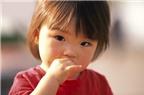 Cách khắc phục tật mút tay ở trẻ