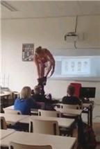 Cô giáo Hà Lan cởi đồ minh họa bài giảng cơ thể người