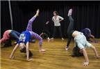 Trẻ em Mỹ học tiếng Anh qua khiêu vũ
