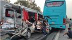 Xe du lịch găm chặt vào đuôi ôtô khách, 11 người bị thương