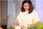 Vân Trang xuất hiện xinh đẹp, khoe tài nấu nướng cực khéo