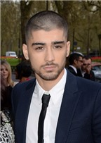 Zayn Malik rời nhóm One Direction theo lời khuyên của… người ngoài hành tinh