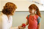 Làm sao để dạy trẻ em cách ứng xử