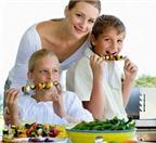 Cách hay cho bé lười ăn hoa quả