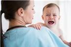 Bé khóc khi cai sữa phải làm thế nào?
